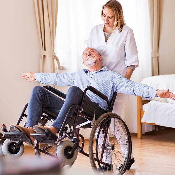 Rollstühle/Gehhilfen